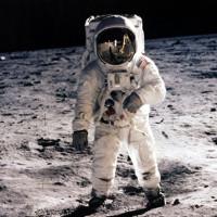 Hơn ½ số người Anh nghĩ rằng các cuộc đổ bộ lên Mặt Trăng là giả