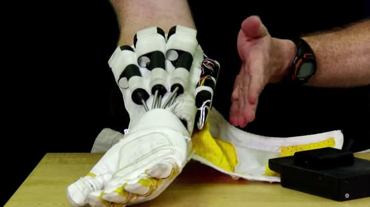 Găng tay này trang bị cho các phi hành gia để sửa chữa trạm du hành.