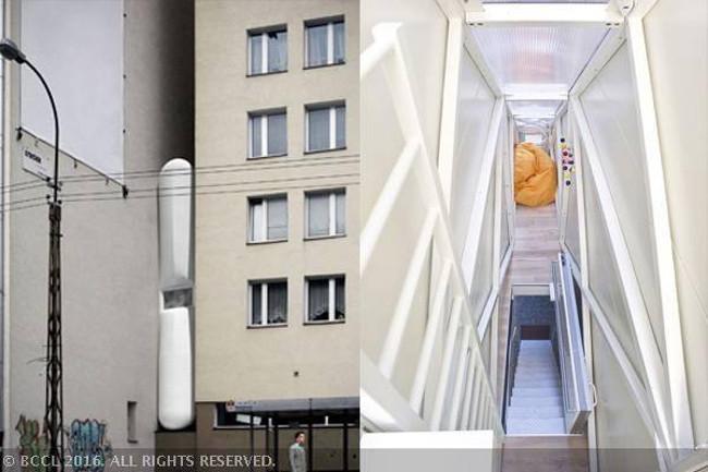 Keret Home là một ngôi nhà hẹp được xây dựng bởi Edgar Keret ở Warsaw giữa hai tòa nhà. Keret cho biết dự án này là một đài tưởng niệm với gia đình sau khi cha mẹ anh đã chết trong vụ thảm sát Holocaust.