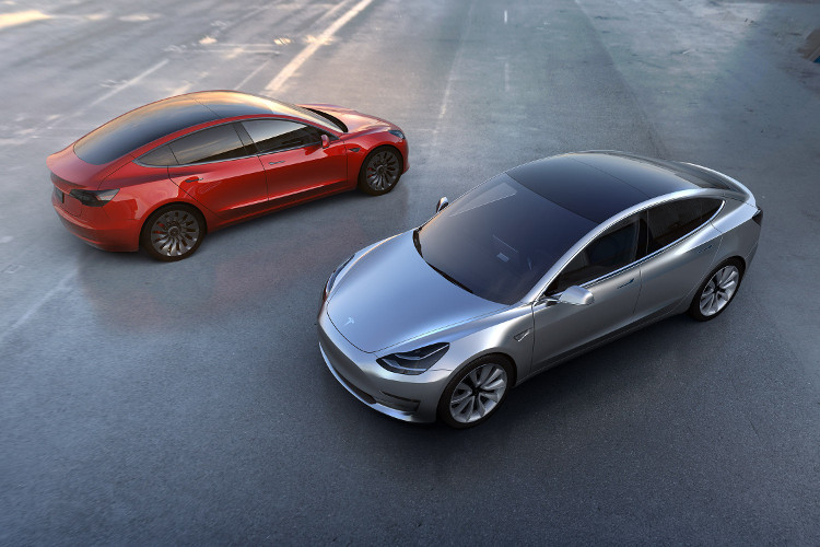 """Khi bạn không sử dụng xe tự lái của mình, bạn có thể đưa nó vào """"hạm đội xe chia sẻ của Tesla""""."""