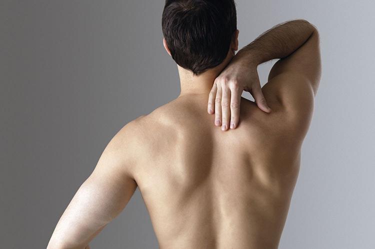 Trước khi tập chống đẩy bạn cần duỗi căng cơ thể.