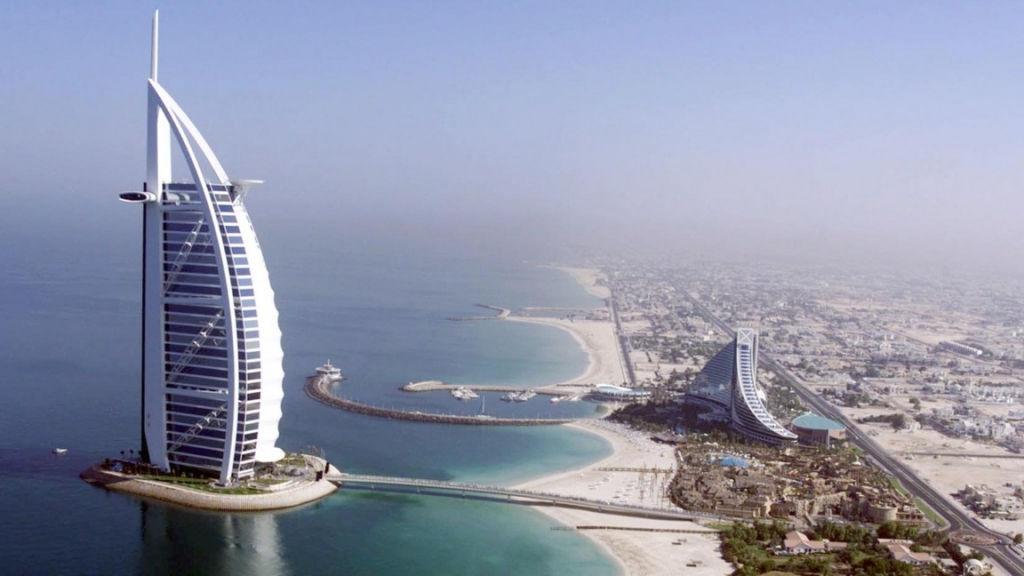 Khách sạn Burj Al Arab ở Dubai là khách sạn sang trọng và đẳng cấp nhất thế giới, được xếp hạng 7 sao.