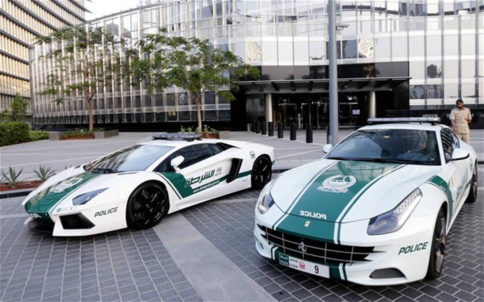 Dubai là nơi duy nhất trên thế giới sử dụng siêu xe như Lamborghini, Ferrari hay thậm chí cả Bugatti làm xe cảnh sát, hoặc đôi khi chỉ để làm taxi.