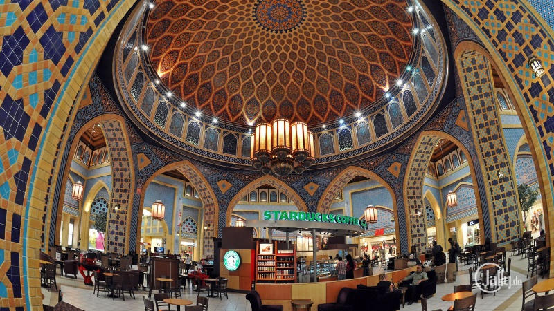 Du khách khi tới Dubai đều choáng ngợp bởi đây đơn giản chỉ là một cửa hàng Starbucks thông thường.