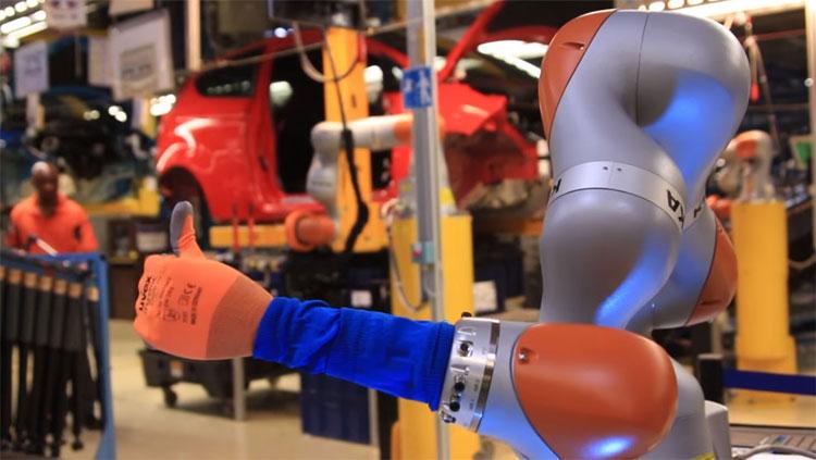 Những cánh tay robot có thể được lập trình để thực hiện nhiều công việc khác nhau.