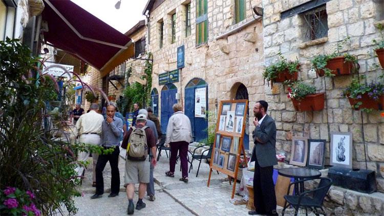 Một thánh đường vắng bóng người ở Tzfat.