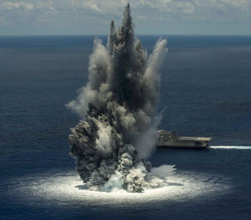 Hải quân Mỹ cho nổ tung khối thuốc hàng nghìn kg để thử nghiệm khả năng chịu sốc của tàu Jackson.