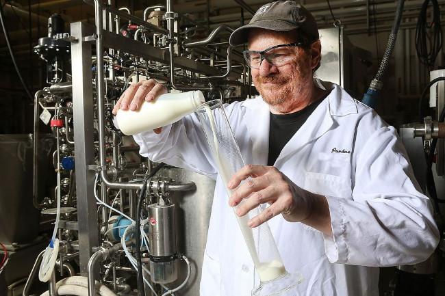 Tăng nhiệt độ sữa lên 10 độ trong vòng chưa đầy 1 giây giúp loại bỏ hoàn toàn hơn 99% các loại vi khuẩn.