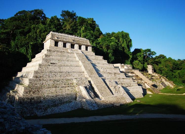 Ngôi đền Inscriptions, bên dưới có hệ thống kênh đào ngầm.