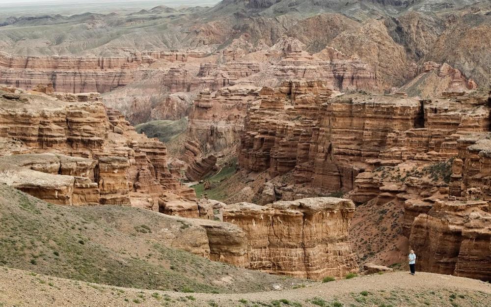 """Hẻm núi Sharyn dài 155km được mệnh danh là """"em của hẻm núi Grand""""."""