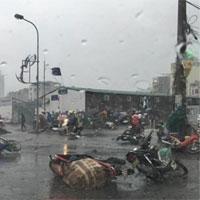 Bí kíp giúp bạn an toàn khi ra đường ngày mưa bão