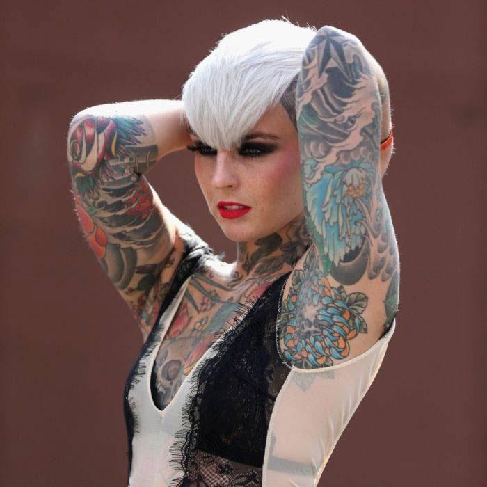 """Mực henna màu đen có thể chứa nồng độ chất nhuộm hóa học """"mạnh và độc tới mức việc sử dụng trên da là bất hợp pháp""""."""