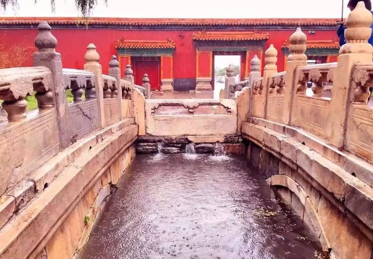Hệ thống thoát nước 600 năm vẫn chạy tốt của Tử Cấm Thành.