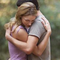 Điều gì xảy ra với cơ thể khi bạn ôm ai đó