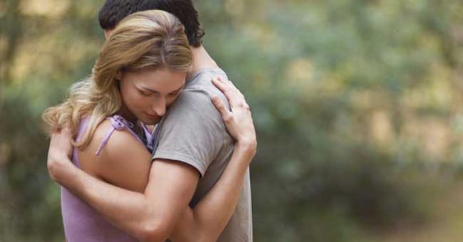 Sức khỏe đời sống-Điều gì xảy ra với cơ thể khi bạn ôm ai đó