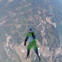 Video: Khoảnh khắc nghẹt thở nhảy từ độ cao 7,6km không cần dù