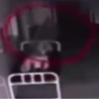 """Video """"hồn lìa khỏi xác"""" rõ mồn một lấy từ camera đặt trong bệnh viện"""
