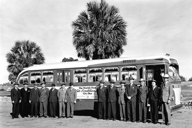 Chiếc xe buýt dầu tiên có máy điều hòa vào năm 1946.