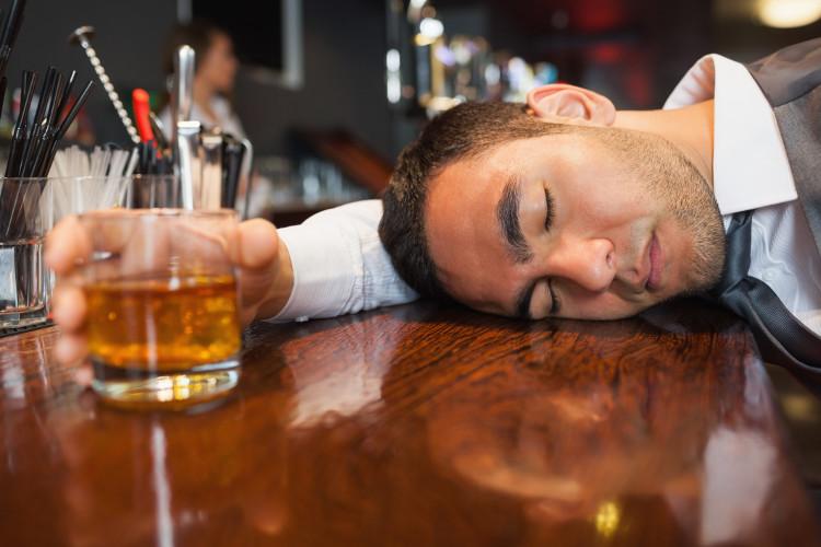 ABS gây rất nhiều phiền nhiễu bởi bệnh nhân có thể bị say bất cứ lúc nào.