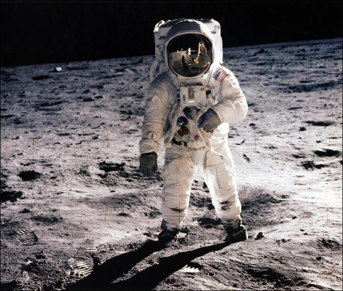 Buzz Aldrin trên bề mặt Mặt Trăng trong nhiệm vụ Apollo 11.