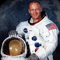 Tiết lộ mức công tác phí cho phi hành gia lên Mặt Trăng năm 1969