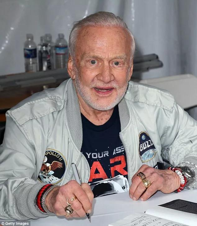 Ông Buzz Aldrin vẫn cố gắng thuyết phục chính phủ Mỹ tập trung vào việc lên Sao Hỏa.
