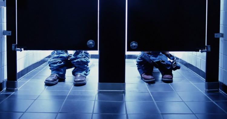 Thiết kế cửa toilet sẽ dễ dàng nhận thấy có người bên trong, giúp bạn không bị làm phiền.