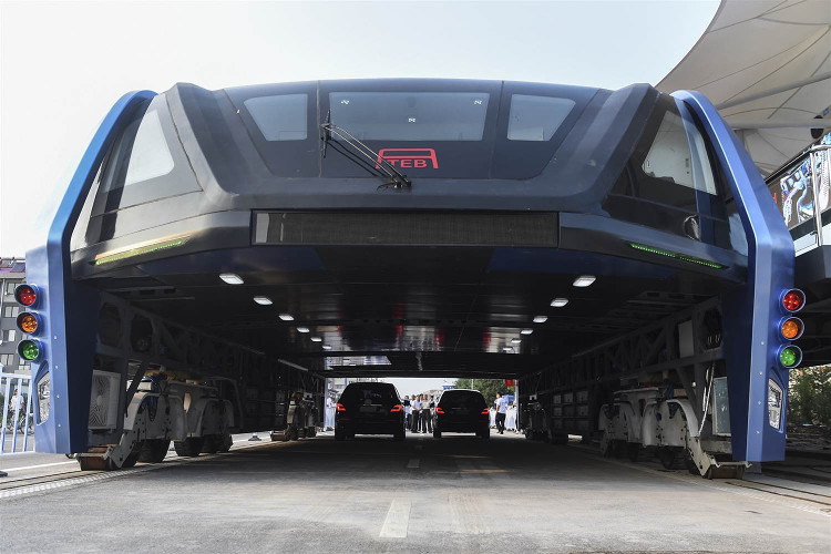 Mẫu xe buýt TEB đầu tiên được chạy thử nghiệm.