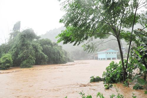 Lũ lớn cô lập nhiều vùng ở Lào Cai, 11 người chết và mất tích
