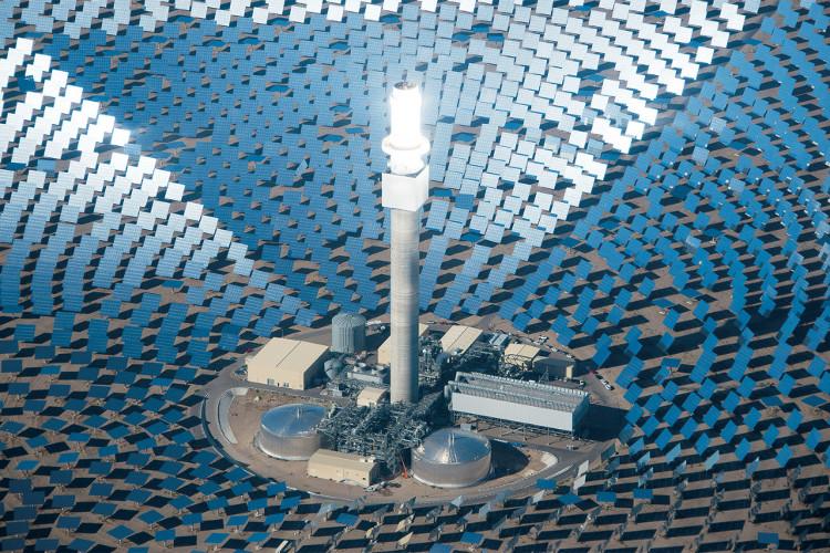 Nhà máy điện Cresdent Dune tại sa mạc Nevada.