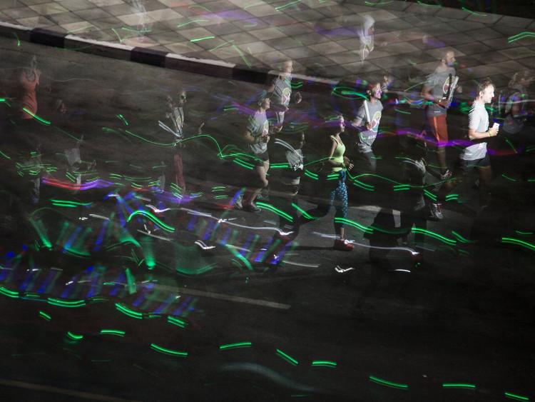 Minh họa thí nghiệm cưỡi trên chùm sáng.