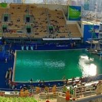 Vì sao bể bơi Olympic Rio 2016 chuyển màu sau một đêm?
