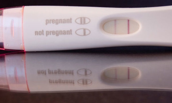 Dùng que thử thai có thể kiểm tra ung thư tinh hoàn hiệu quả.