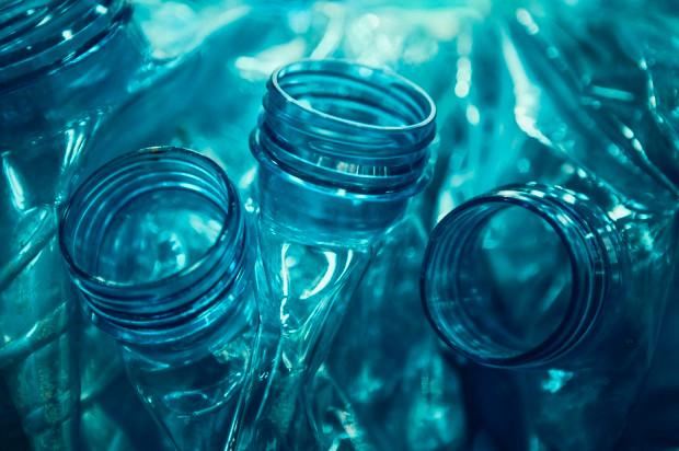 Số lượng vi khuẩn lớn nhất tìm thấy trong một chai nước lên đến hơn 900.000 đơn vị cụm khuẩn/1cm vuông.