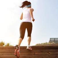 Vì sao bạn thở dốc khi leo cầu thang