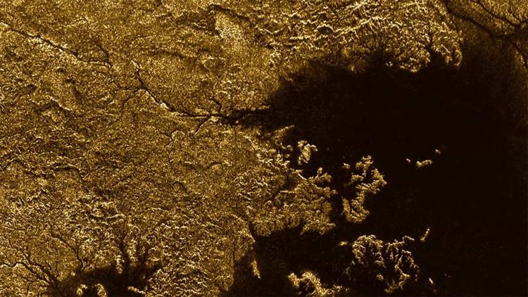 Titan là vật thể vũ trụ duy nhất trong hệ Mặt trời, ngoài Trái đất, có chất lỏng chảy trên bề mặt.