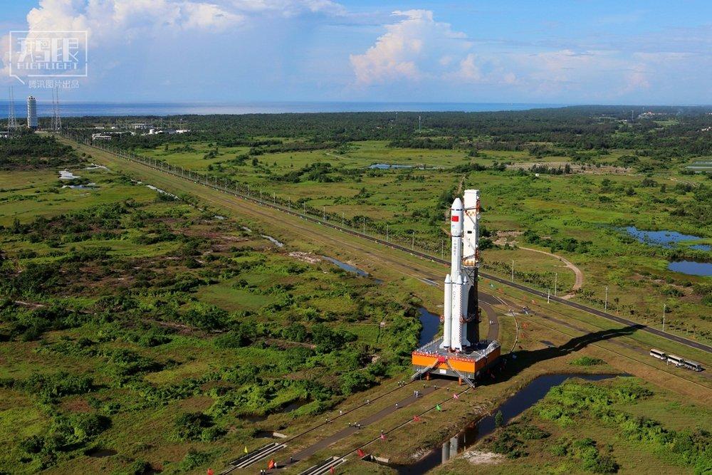 Ảnh chụp tên lửa CZ-7 trên bệ phóng ngày 22/6.