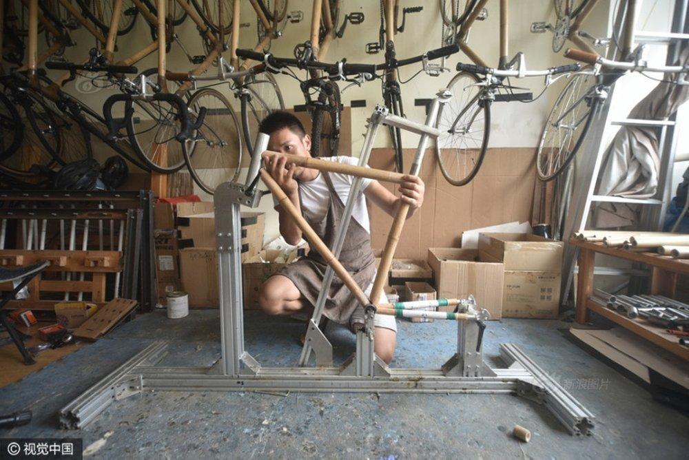 Abu vốn là một phượt thủ đạp xe.