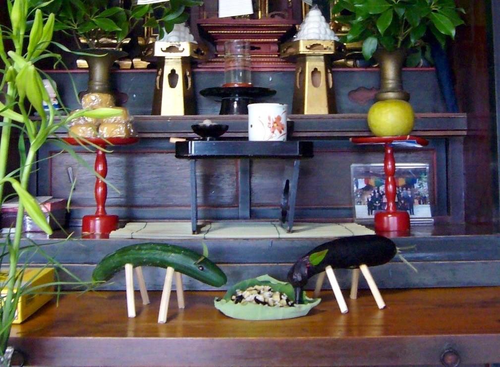 Obon là sự kiện của những người Nhật theo Phật giáo diễn ra trong 3 ngày của tháng 8 dương lịch hằng năm.