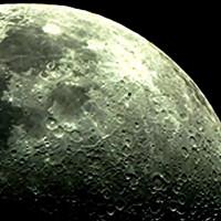 Video: Quả cầu đen nghi là UFO bay qua Mặt Trăng