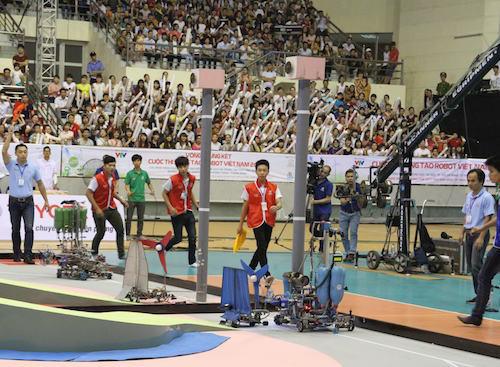 Để đại diện cho Việt Nam tham dự cuộc thi quốc tế, LH FF đã lên ngôi vô địch sau chiến thắng đội cùng trường vào tháng 5 vừa qua.