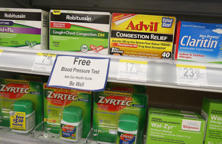 Mang theo thuốc chống dị ứng bên mình là giải pháp phòng ngừa tốt.