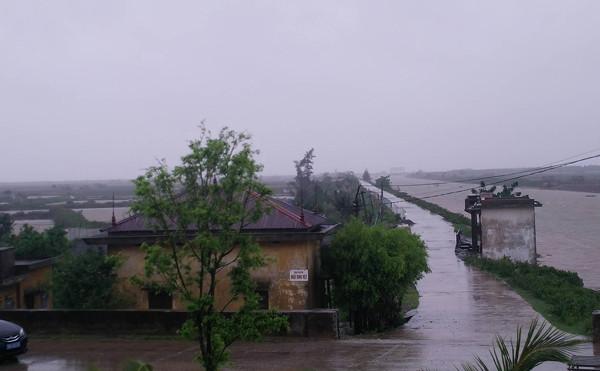 Bão gây mưa lớn ở Ninh Bình.
