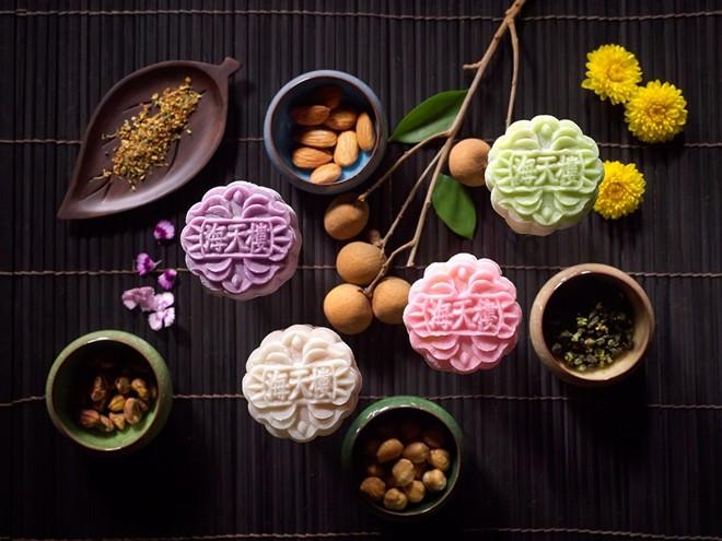 Có thể nói bánh dẻo nhân sầu riêng là loại bánh Trung thu đặc trưng của Singapore.