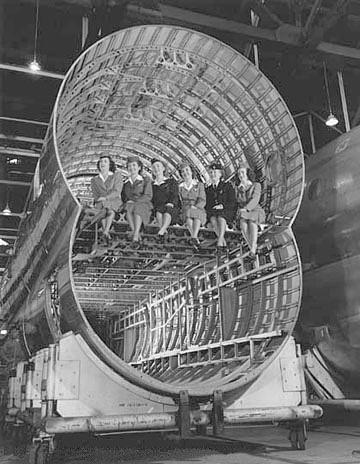 Bên trong khoang chứa của máy bay Guppy.