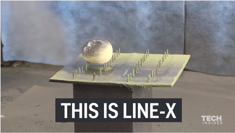 ơn Line-X được xịt lên bề mặt của khung và cản trước của xe, giúp bảo vệ xe trước các vụ nổ do bom mìn gây ra.