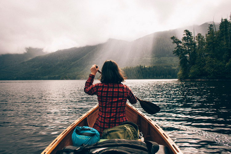 Người ta cảm thấy hạnh phúc khi đang trải qua 1 kỳ nghỉ, hơn là mua sắm 1 món đồ đắt tiền dù đã ao ước từ lâu.