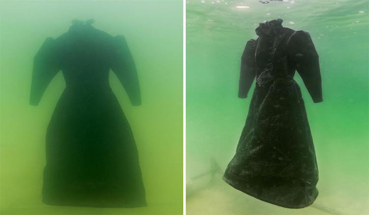 """Chiếc áo choàng này sẽ """"tiến hóa"""" thành thứ gì sau 2 năm ngâm trong nước của Biển Chết?"""