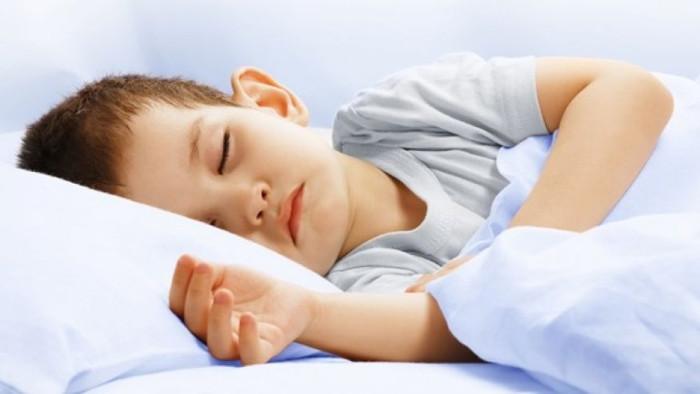 Trẻ nên đi ngủ sớm để việc phát triển chiều cao và trí tuệ tốt hơn.
