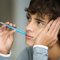 Đây là lý do bạn cần từ bỏ ngay thói quen ngậm bút